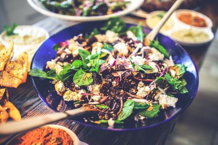 Ensaladas saludables: nueve productos que no deberían tener sitio en tus platos