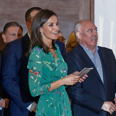 Doña Letizia Ortiz apuesta por un look veraniego y llamativo con un vestido que se encuentra de rebajas