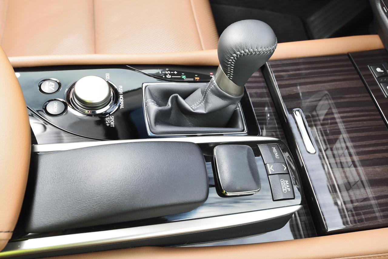 Foto de Lexus GS 300h (28/153)