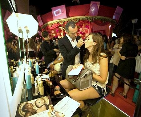 Una sesión de maquillaje con Yves Saint Laurent y su Le Teint Touche Éclat: cómo brillar con luz propia en veinte minutos
