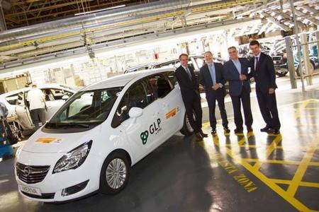 Repsol firma un nuevo acuerdo con Opel para llegar a las 335 estaciones en las que repostar GLP