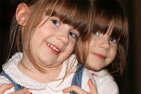 ¿Quieres saber cuán respetuoso es un colegio con los niños?: pregúntales si separan a los hermanos gemelos