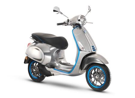 Vespa Elettrica, la primera moto eléctrica de la famosa compañía, finalmente saldrá a la venta en octubre en Europa