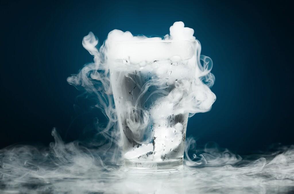 El acierto triple del agua y su increíble física: en el acierto hielo, agua líquida y vapor coexisten al semejante tiempo