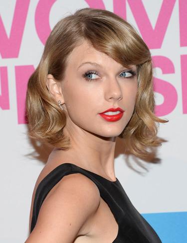 Taylor Swift está en racha: perfecta de fiesta o de calle, de Oscar de la Renta o de Asos