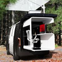Esta furgoneta camper de Nissan es una oficina modular con azotea para hacer soñar a los teletrabajadores
