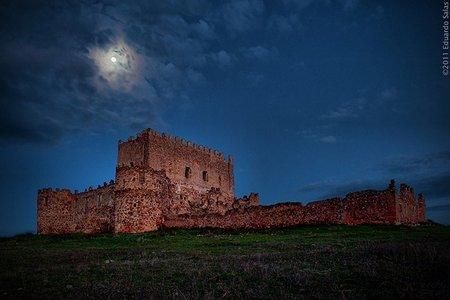 Castillo de Guadalerzas a la luz de la luna