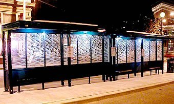 Paradas de autobús iluminadas con energía solar