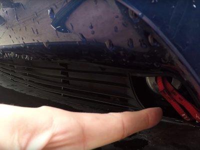 Así se abre el maletero delantero de un Tesla con un destornillador (pero tiene explicación)