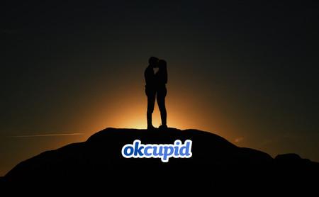 Ligar en OkCupid tiene un precio: responder cientos de preguntas y que te conozca mejor que Facebook