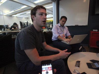 Zuckerberg cambia de opinión: Facebook sí podría ser un medio de comunicación, pero no uno convencional