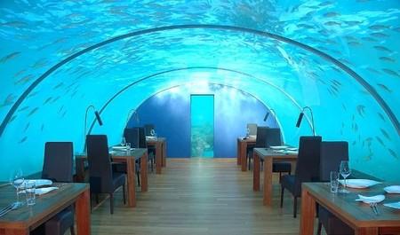 Restaurantes raros por el mundo: a oscuras, bajo agua, en el retrete...