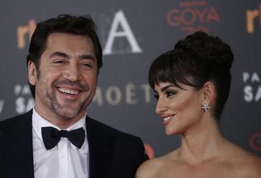 Por fin Penélope Cruz y Javier Bardem posan juntos en la alfombra roja de los Premios Goya 2016