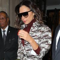 Victoria Beckham desafía las bajas temperaturas de Nueva York con un calzado ¿primaveral?