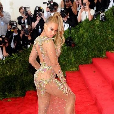 ¿De verdad van desnudas? Qué llevan las celebrities cuando parece que no llevan nada