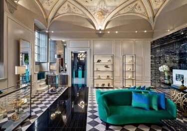Las amantes de los zapatos estáis de enhorabuena. ¡Aquazzura abre su primera tienda física en Florencia!