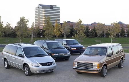 FCA celebra 35 años del nacimiento de la primera minivan