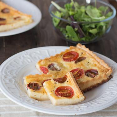 Tarta de tomatitos variados y mozzarella, receta