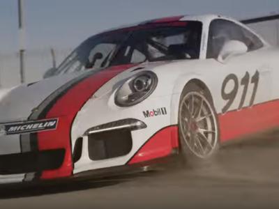 Porsche y Mark Webber muestran por qué no debemos manejar y textear al mismo tiempo