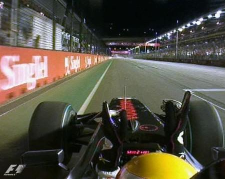 f1_lewis-hamilton-vence-al-paso-por-meta-del-gp-de-singapur-2009.jpg