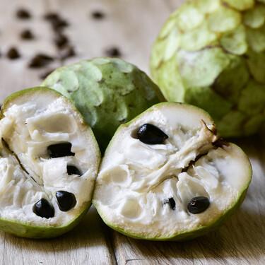 Chirimoya, la fea pero deliciosa fruta tropical de larga tradición en España: cuáles son sus propiedades y cómo cocinarla