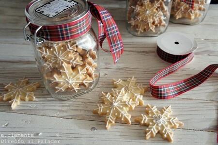 Galletas estrellas de Navidad para regalar, una receta festiva que siempre triunfa