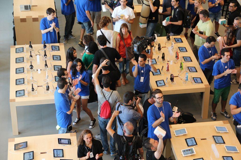 Foto de Inauguración de la Apple Store del paseo de Gracia (18/27)