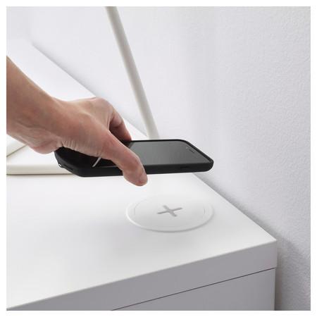 Rällen de IKEA, carga inalámbrica para tu móvil sin un sólo cable visible
