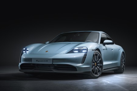 El Porsche Taycan 4S de acceso es un coche eléctrico con hasta 571 CV y 463 km, desde 108.337 euros