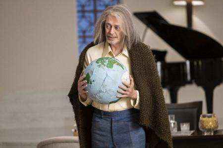 'Miracle Workers': Steve Buscemi lo borda como Dios en una sitcom tan boba como divertida