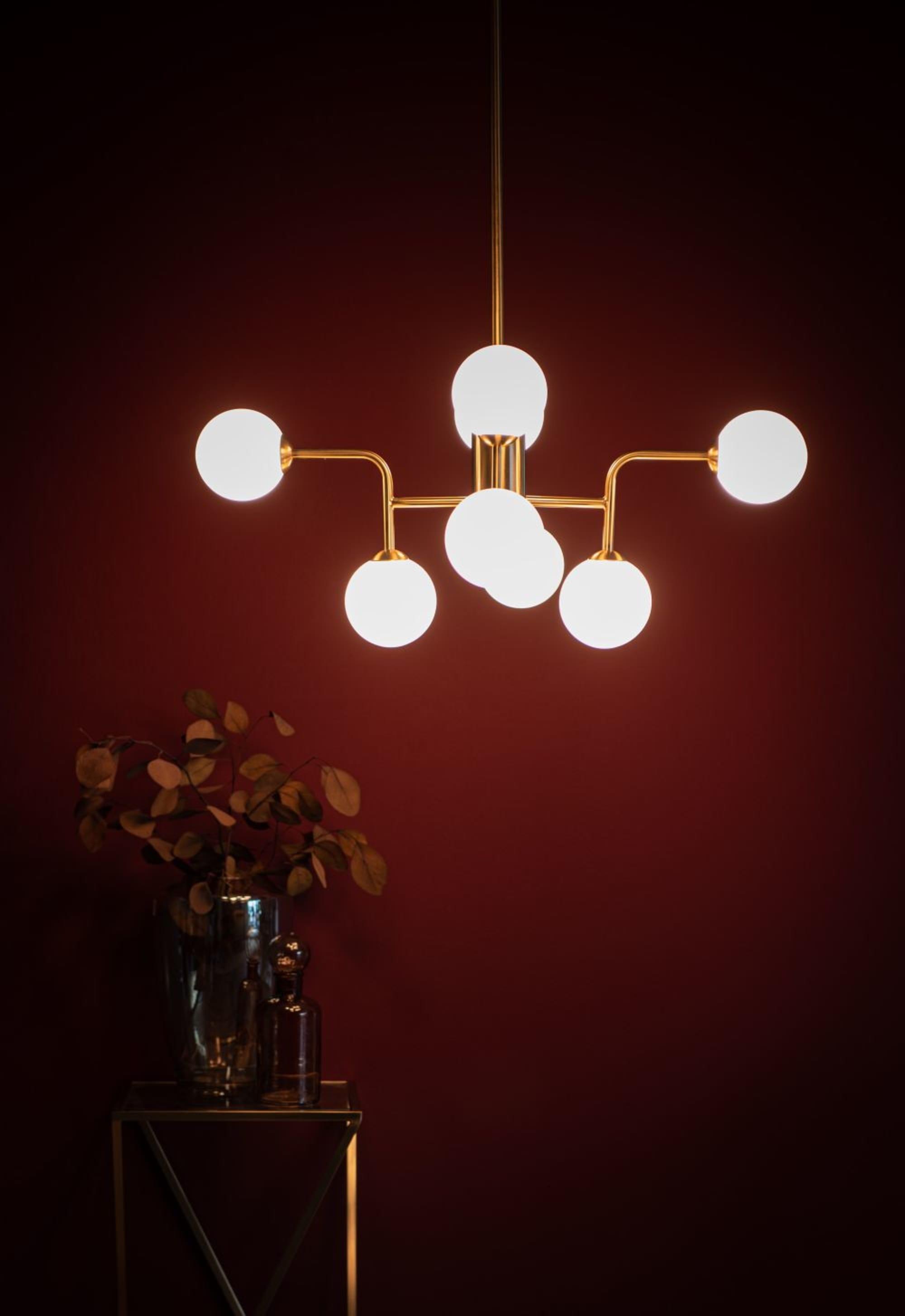 Lámpara de techo de metal dorado con 8 bolas de cristal blanco