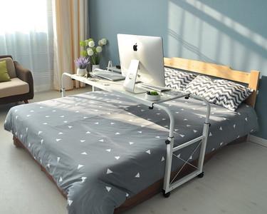 Escritorio que se transforma en mesa para la cama