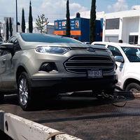 Taxistas de Uruapan y Morelia no quieren a Uber, retienen unidades e impiden su operación