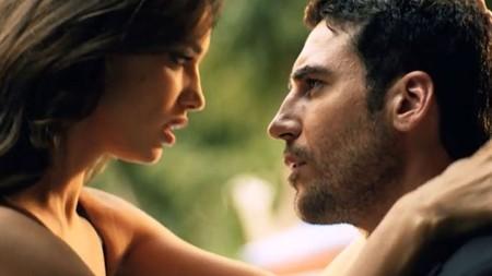 Miguel Ángel Silvestre se lo pasa muy bien con Irina Shayk para Agent Provocateur