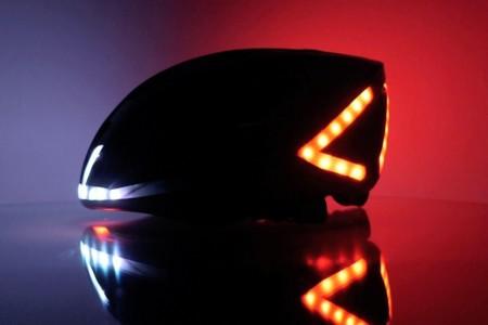 Los intermitentes y las luces de freno van en el casco del ciclista: Lumos