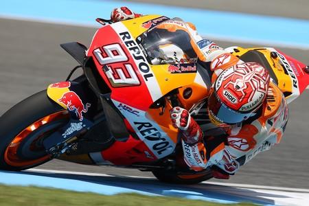 Marc Márquez roba a Valentino Rossi una pole para la historia por 11 milésimas en el GP de Tailandia
