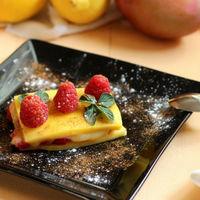 Milhojas sencillo de mango y frambuesas, receta de postre sin horno