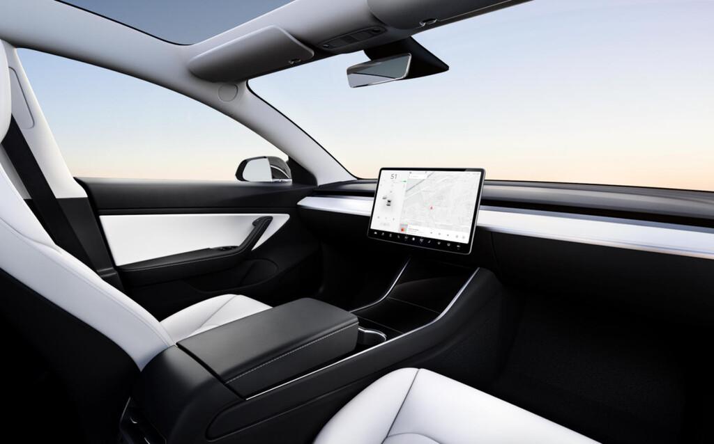 Un Tesla sin volante por 25.000 dólares para 2023: Elon Musk deja la puerta abierta a que el rumoreado 'Model 2' sea completamente autónomo
