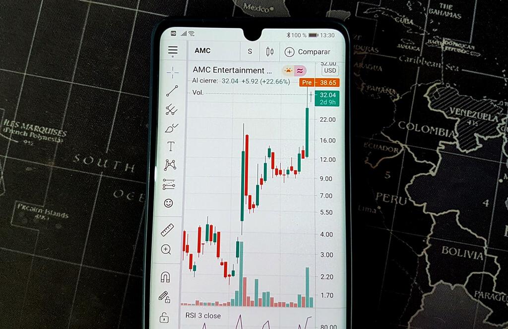 Las acciones de AMC suben un 68% en una semana tras un nuevo