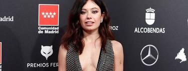 Anna Castillo opta por un vestido metálico (y vertiginoso escote) para acudir a los Premios Feroz 2020