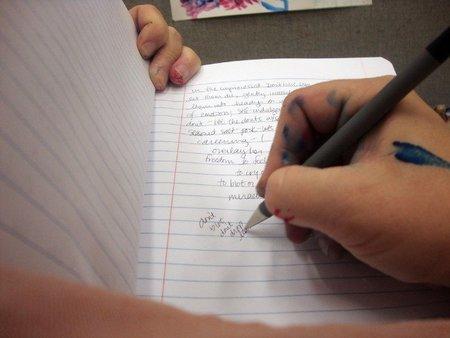 Cómo quitarse las manchas de tinta de las manos