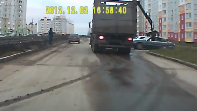 Rusiapasión: coche abandonado en la calle