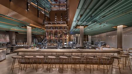 Es el Starbucks más grande del mundo. Y acaba de abrir sus puertas en Chicago