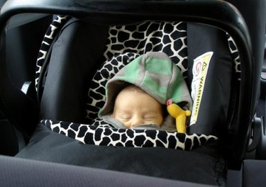 Viajando en coche, los niños mejor sin abrigo