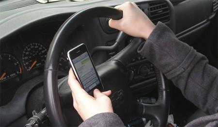 Un estudio afirma que hablar por teléfono no aumenta los accidentes