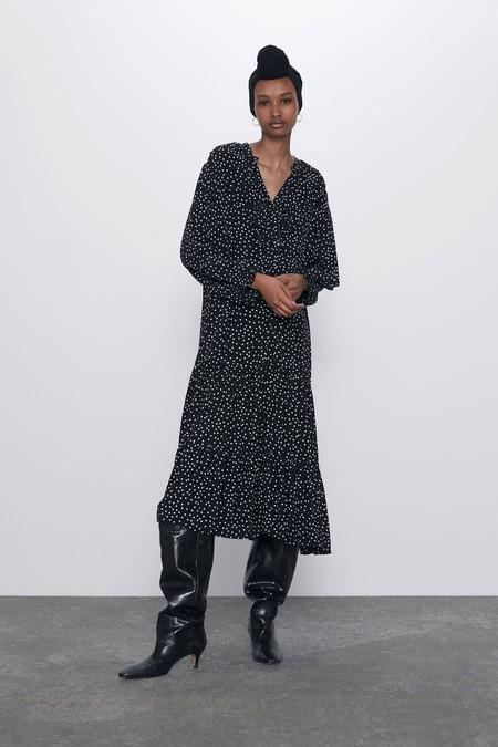 Vestido fluido de escote pico y manga larga acabada en puño elástico