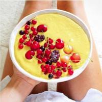Smoothie bowl de mango y plátano