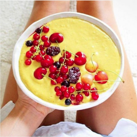 Smoothie bowl de mango y plátano