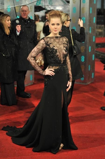 Una alfombra roja bajo la lluvia: los Premios BAFTA en Londres