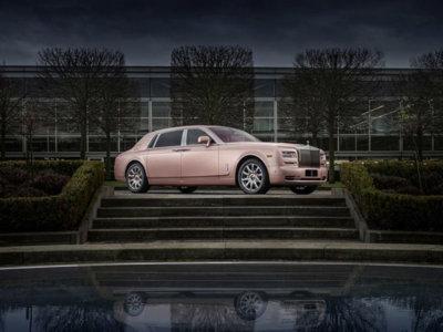 ¿Y si te digo que hay un Rolls Royce Phantom rosa y que es muy elegante?